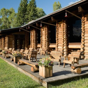 moose-head-ranch-lodge-patio
